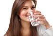 Uống nhiều nước mỗi ngày sẽ giúp da đẹp, trẻ trung, đàn hồi chống lại lão hóa